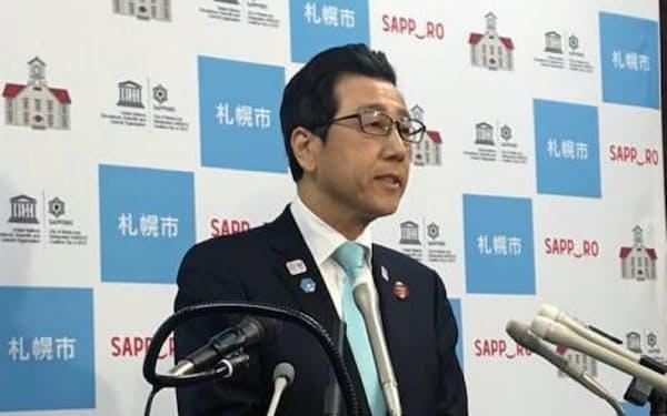 2020年度予算案を発表する札幌市の秋元克広市長