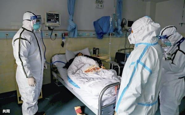 中国・武漢の病院で新型肺炎の患者の対応にあたる医療関係者ら(3日、画像の一部に加工をしています)=共同