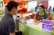 イオンは金融事業をアジアで展開している(タイの商業施設で)