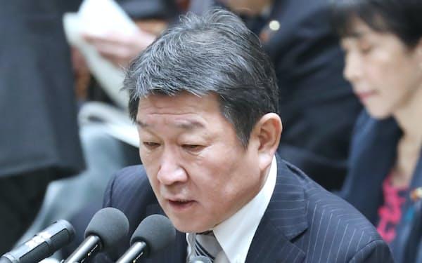 衆院予算委で答弁する茂木外相(1月28日)