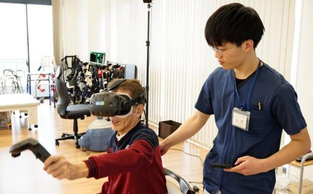 VR導入で患者が自発的にリハビリに取り組むようになった(1月、大阪府岸和田市)