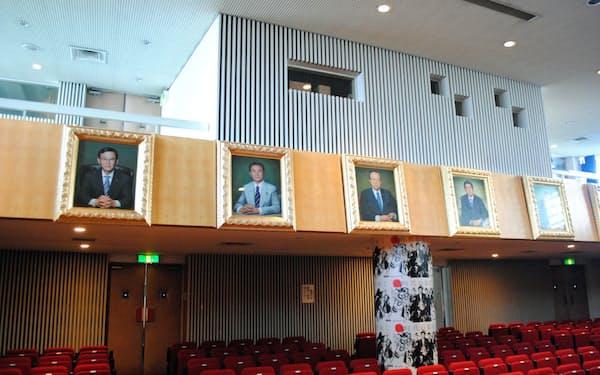 自民党本部8階にある歴代総裁の肖像画