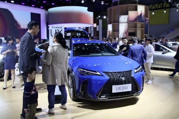 トヨタ自動車の1月の中国新車販売は、春節休暇の影響で高級車ブランド「レクサス」などが落ち込んだ(19年11月、広東省広州市での展示)