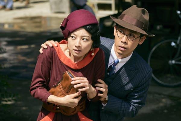 大泉洋(右)演じる田島は愛人たちとの別れを画策する(C)2019『グッドバイ』フィルムパートナーズ