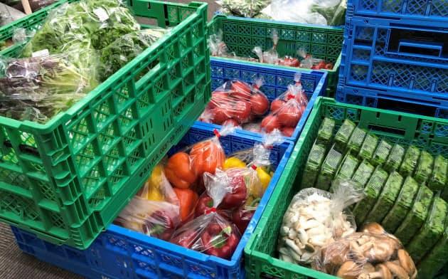 やさいバスの「バスターミナル」に届いた様々な野菜(静岡県牧之原市)