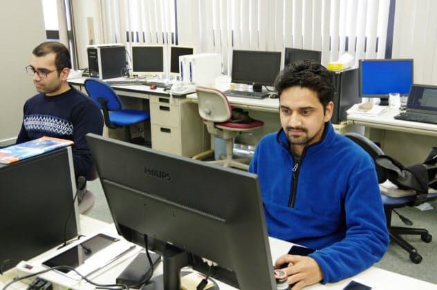 ユニコシステム(福井市)で試験的に採用したインド人のIT技術者は即戦力となっている
