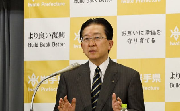 岩手県の予算発表を受けて記者会見する達増拓也知事(6日、岩手県庁)