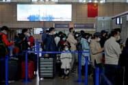 新型肺炎の影響で旅客輸送量は大幅に減った(1月27日撮影、上海浦東国際空港)=ロイター