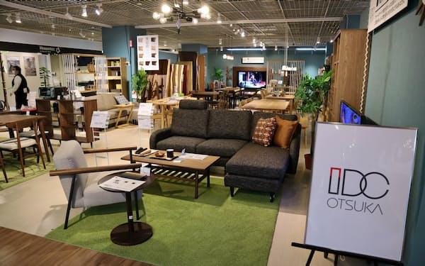 ヤマダ電機が大塚家具と組み、両社の商品を組み合わせた売り場を増やす(7日、東京都豊島区のLABI1日本総本店池袋)
