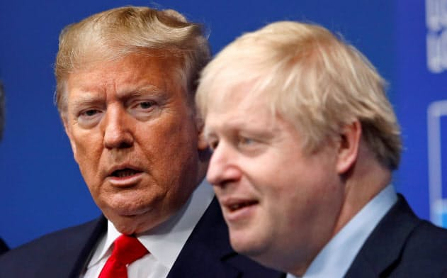 昨年12月に英国で開いた北大西洋条約機構(NATO)首脳会議でジョンソン英首相がトランプ米大統領を出迎えたが、米国と同盟国間のきしみが進行=ロイター