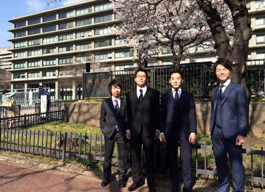 アジアで働く: 辞めた外交官、韓国で夢に挑戦「後悔はない」: 日本経済新聞