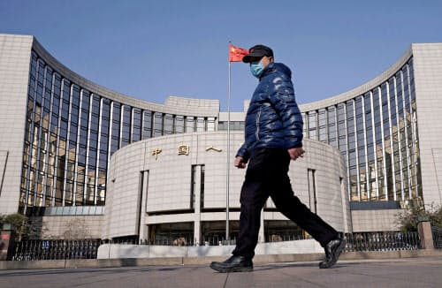 中国人民銀行は新型肺炎が経済へ及ぼす悪影響への対応を最優先する姿勢を打ち出す=ロイター