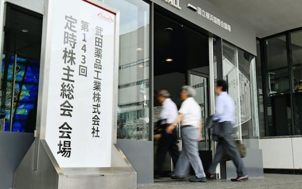 武田薬品工業の昨年6月の株主総会ではクローバックの導入を求める声があがった。