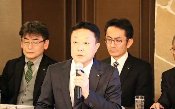 自社の航空機産業への参入について説明する氏家利道専務(7日、札幌市)