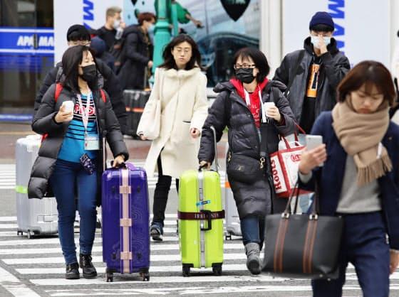 中国人など訪日客が激減している(7日、福岡市)