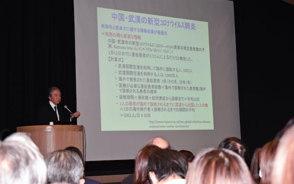 医療関係者を前に新型コロナウイルスについて説明する朝野教授(4日、大阪市)