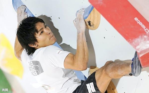 男子予選の楢崎智亜(8日、駒沢屋内球技場)=共同