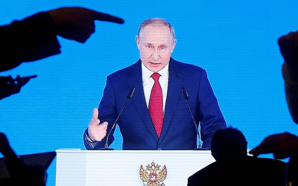 欧米情報機関はロシアの工作活動に危機感を強めている(1月15日、モスクワで演説するプーチン大統領)=ロイター