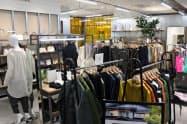 アーバンリサーチの区画では衣料品を取り扱う