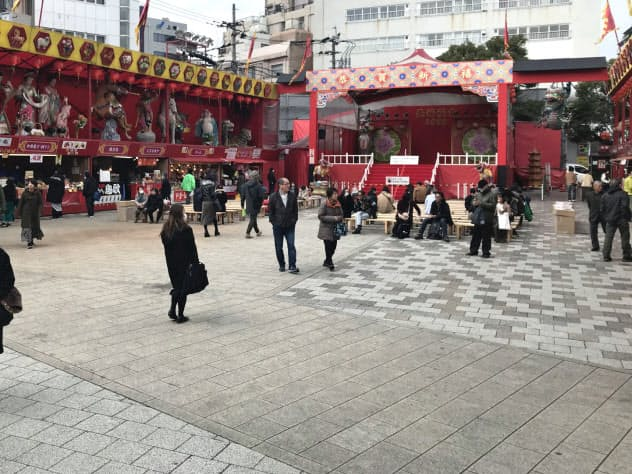 今年のランタンフェスティバルは来場者が少なかった(9日、長崎市)