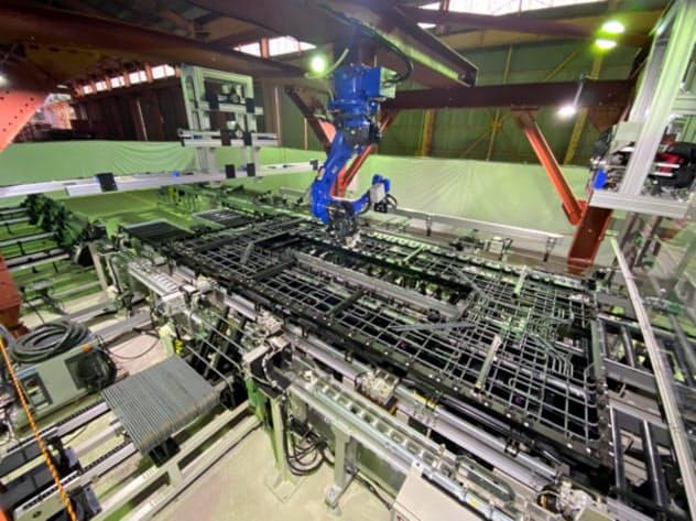 三井住友建設が三田川PC工場に導入した鉄筋の自動組み立てシステム「ロボタラス」(佐賀県吉野ケ里町)