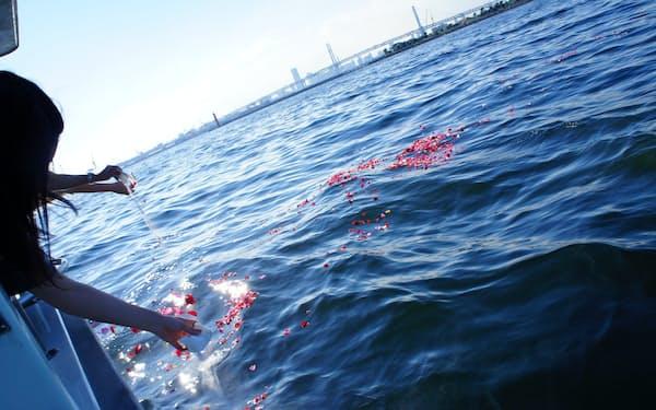 鎌倉新書は昨年2月に海洋散骨を手掛けるハウスボートクラブを傘下に収めた