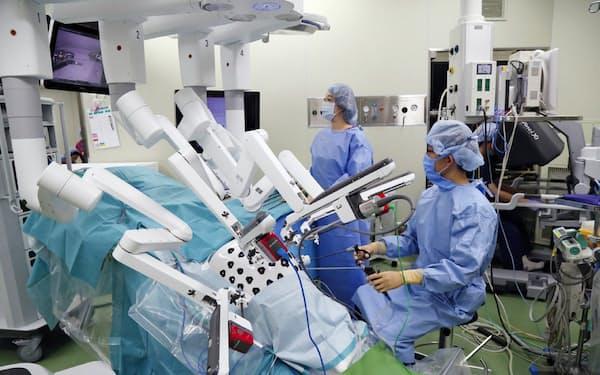 がん医療の拠点である駒込病院は手術用のロボットを導入している(東京都文京区)