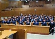 横浜FCの選手らが横浜市長や市議を訪問した(12日、横浜市)