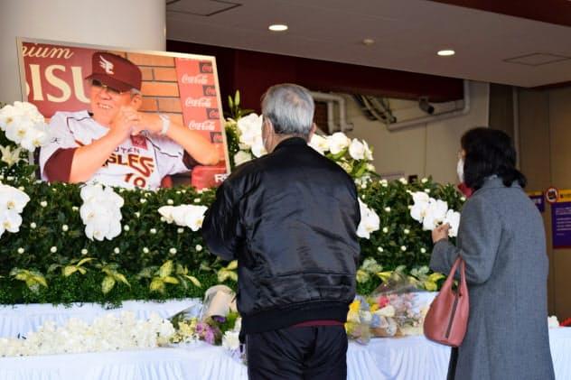 多くの人が別れを惜しんだ(12日、仙台市)