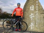 日本平で自転車ロードレースの練習に臨む「レバンテフジ静岡」主将の佐野淳哉さん=静岡市、共同