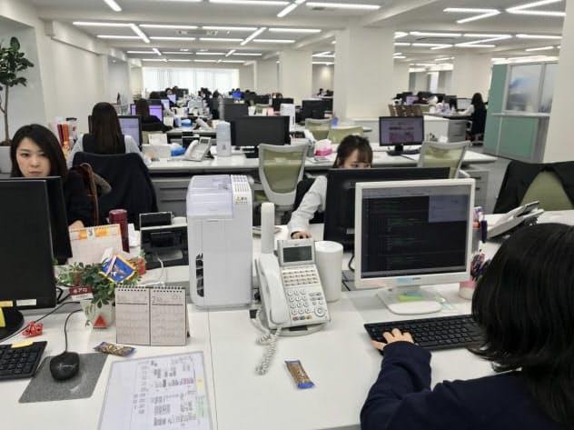 アイリスの国内向け通販事業では多くの女性が活躍している(仙台市)