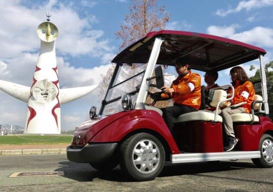 実証実験で使用する電動カート。運転手を含め5人が乗車できる。