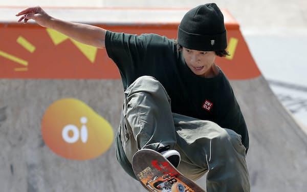 スケートボードの世界選手権、男子パーク準決勝で演技する平野=共同