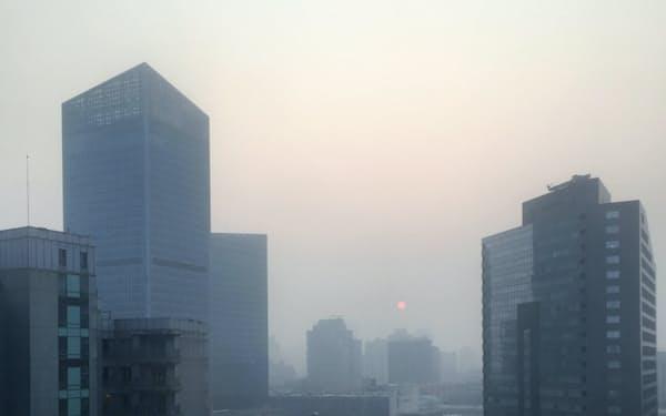 北京では視界不良の日が続く(2月12日)