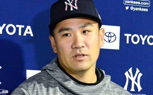 亡くなった野村克也さんについて取材に応じる米大リーグ、ヤンキースの田中(12日、フロリダ州タンパ)=共同