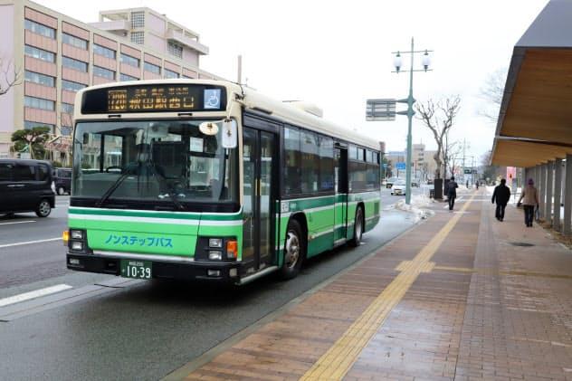 秋田市内で運行する路線バスなどで交通系ICカードが使えるようになる(13日、秋田市)