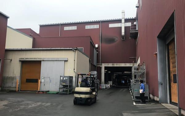 新工場棟の建設に着手する本社工場(四国中央市)