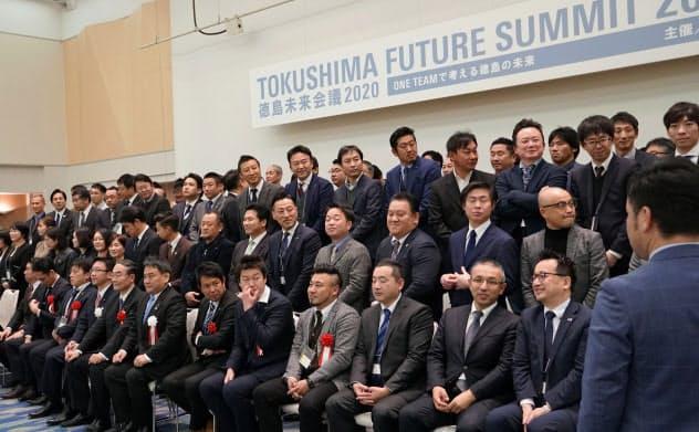 徳島の若手経済人が一堂に会して、地域の未来に対する危機感を共有した(8日、徳島市内)