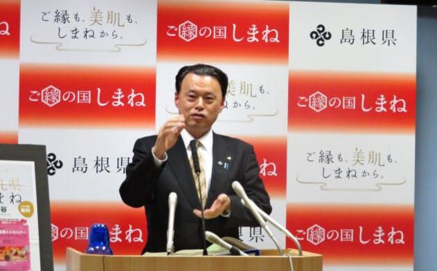 2020年度当初予算案を発表する島根県の丸山達也知事(松江市)