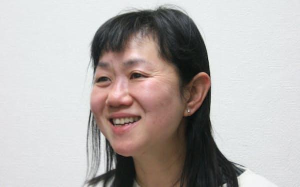 インタビューに答える作家の角田光代さん(東京・渋谷の河出書房新社)