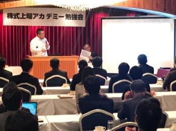 上場企業の減少には歯止めがかかっている(14日、札幌市内)