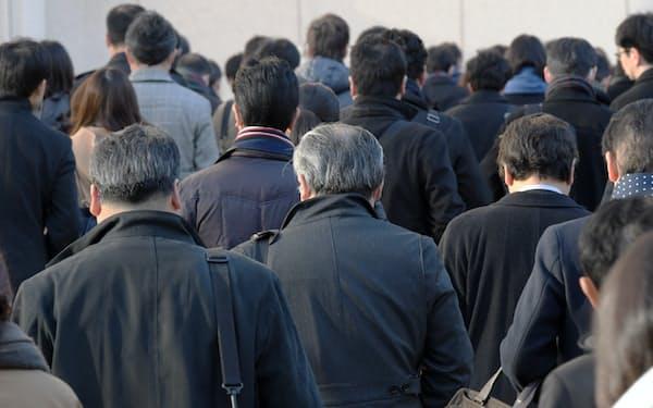 政府は高年齢者雇用安定法の改正を目指す