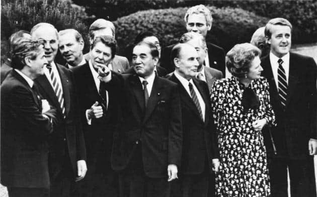 首脳外交は中曽根首相(中央)の得意技だった(1986年5月の東京サミット)