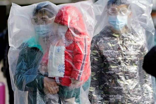 Week in pictures「今週の5枚」 新型肺炎の感染拡大、タイで銃乱射
