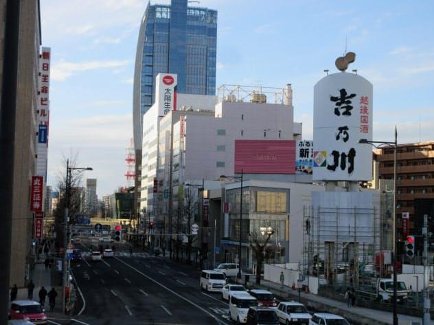 看板は新潟駅と万代・古町地区の市街地を結ぶ道路から見える地域の「顔」だった