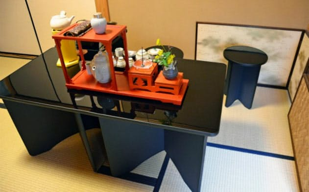 段ボール製の茶道用立礼棚