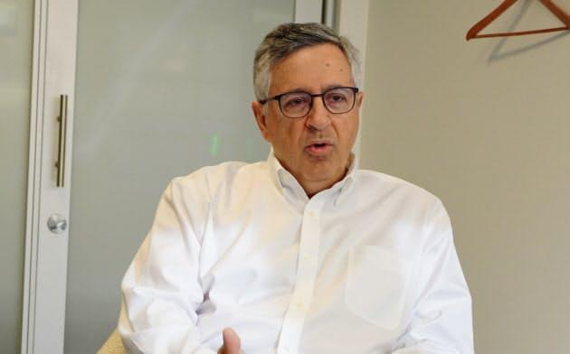 インタビューに応じるSPEのアンソニー・ヴィンシクエラ会長兼CEO