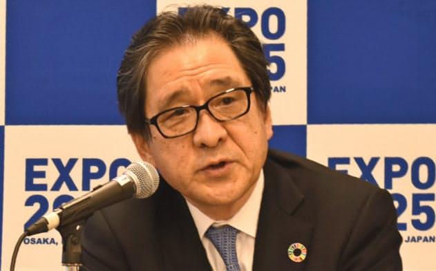 万博アンバサダーの起用について記者会見する石毛博行事務総長(14日、大阪市内)