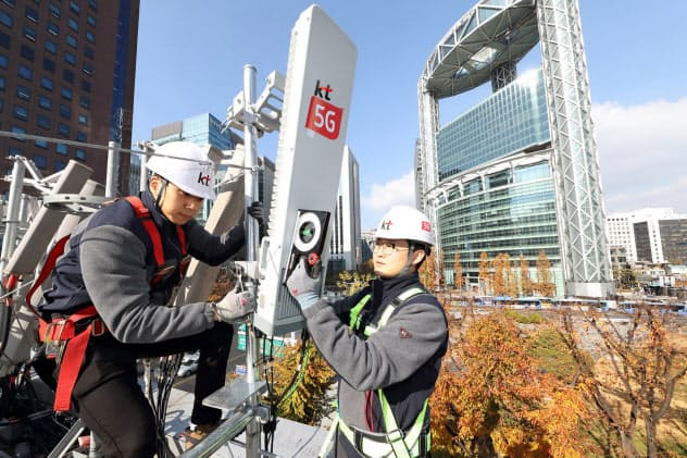 「5G」対応の基地局設置で通信各社の設備投資は大幅に増えた(ソウル市)=KT提供
