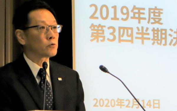 決算について説明する平田CFO(14日、東京都港区)